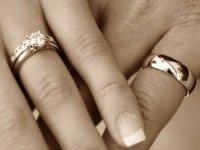 Женатые не носят обручальные кольца?