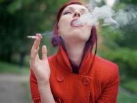 Причина курения у мужчин и женщин совершенна различна
